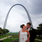 Jamie & Brian Kiss at The St. Louis Arch